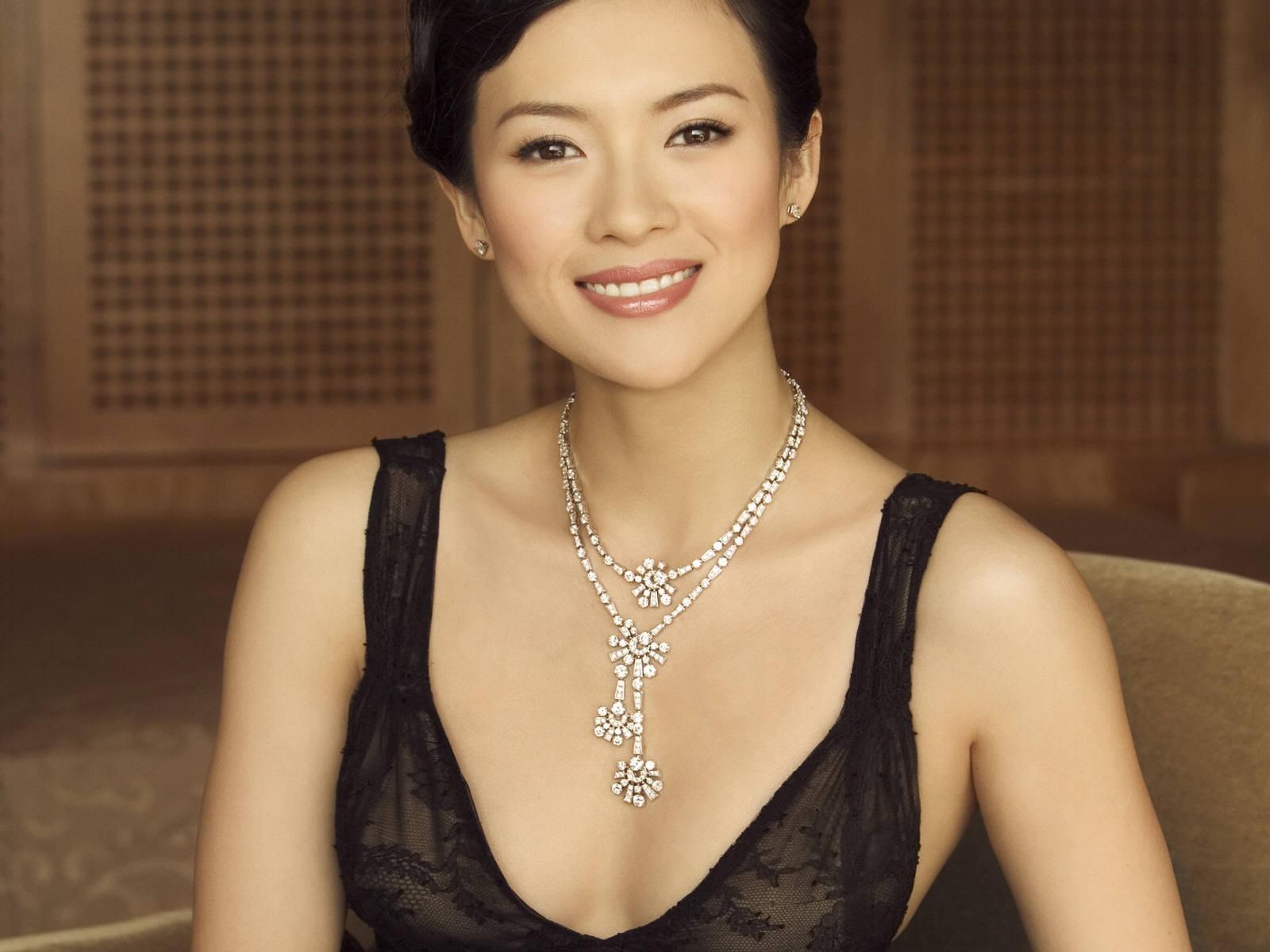 Wallpaper di un'elegante Zhang Ziyi