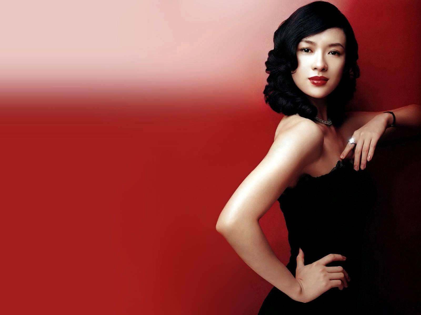 Wallpaper di Zhang Ziyi su sfondo rosso