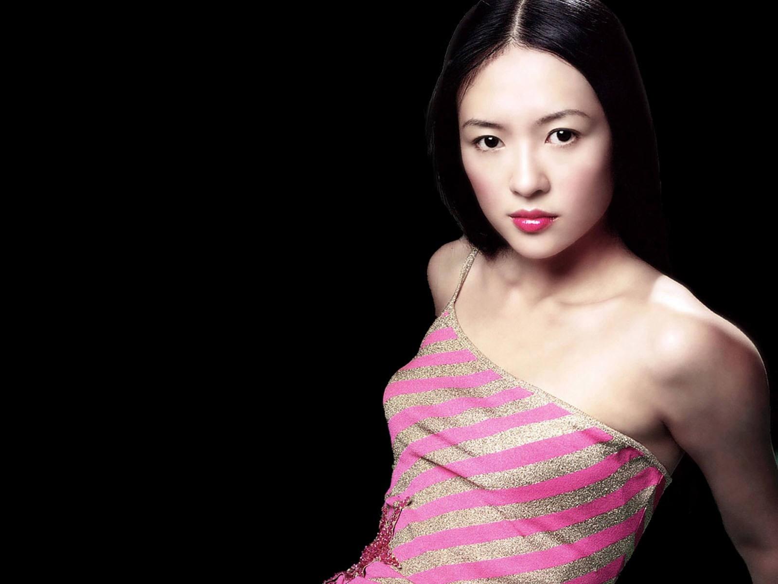 Wallpaper di Zhang Ziyi in abito rosa