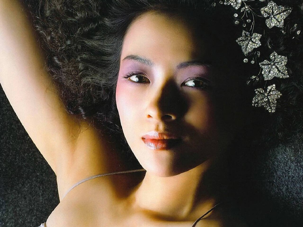 Wallpaper di Zhang Ziyi con un make up insolito