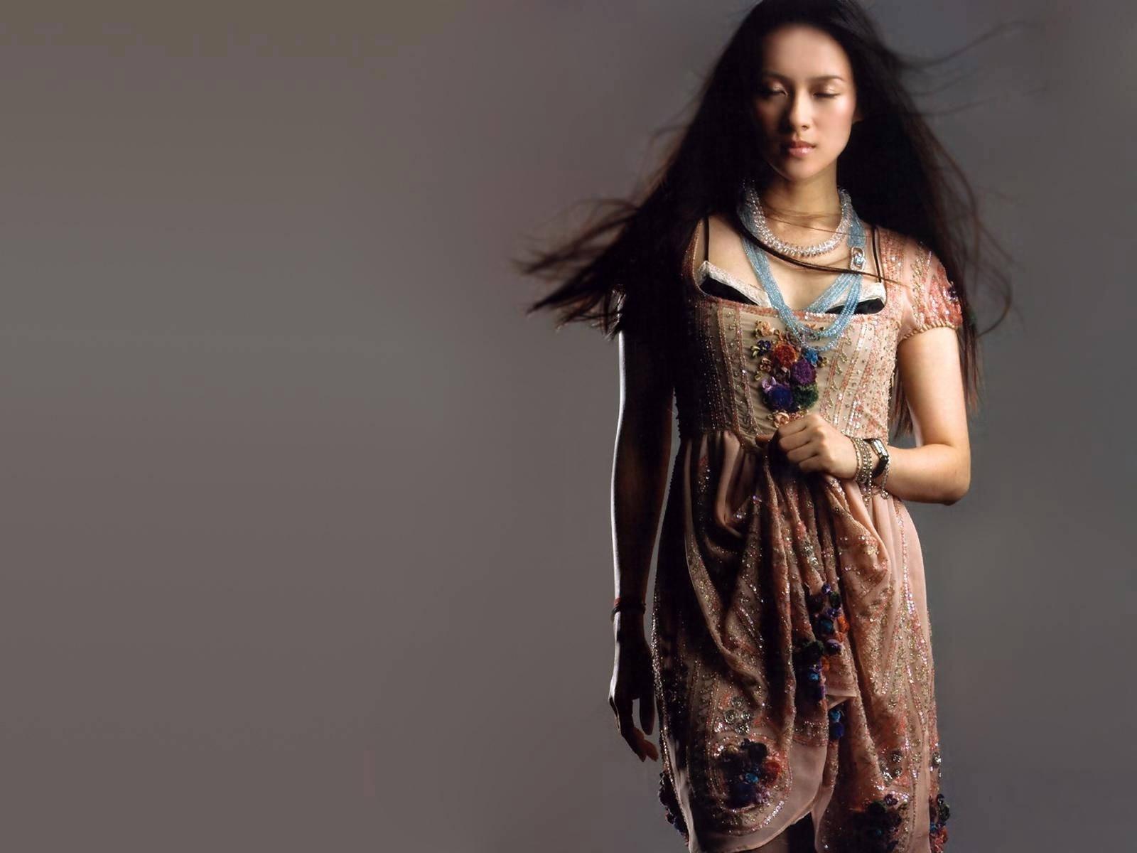 Wallpaper dell'attrice Zhang Ziyi, protagonista di numerosi cult orientali