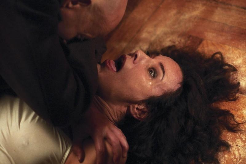 Un'efferata scena del film La terza madre