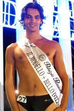 Nicola Canonico con la fascia di modello più bello d'Italia, nel 2001
