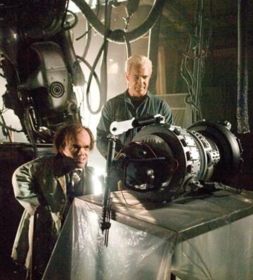 Patrick Warburton e Peter Dinklage in una scena del film Underdog