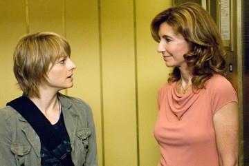 Jodie Foster e Mary Steenburgen  in una scena de Il buio nell'anima
