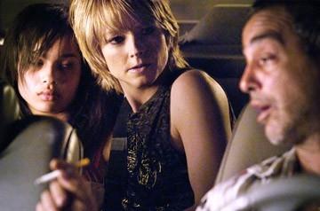 Zoe Kravitz, Jodie Foster e Victor Colicchio in una scena de Il buio nell'anima