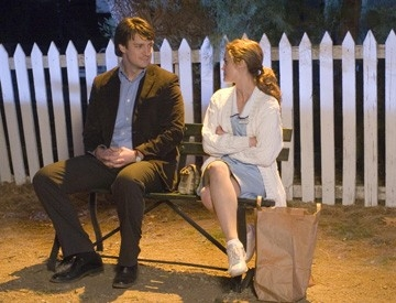 Keri Russell e Nathan Fillion in una foto di scena del film Waitress