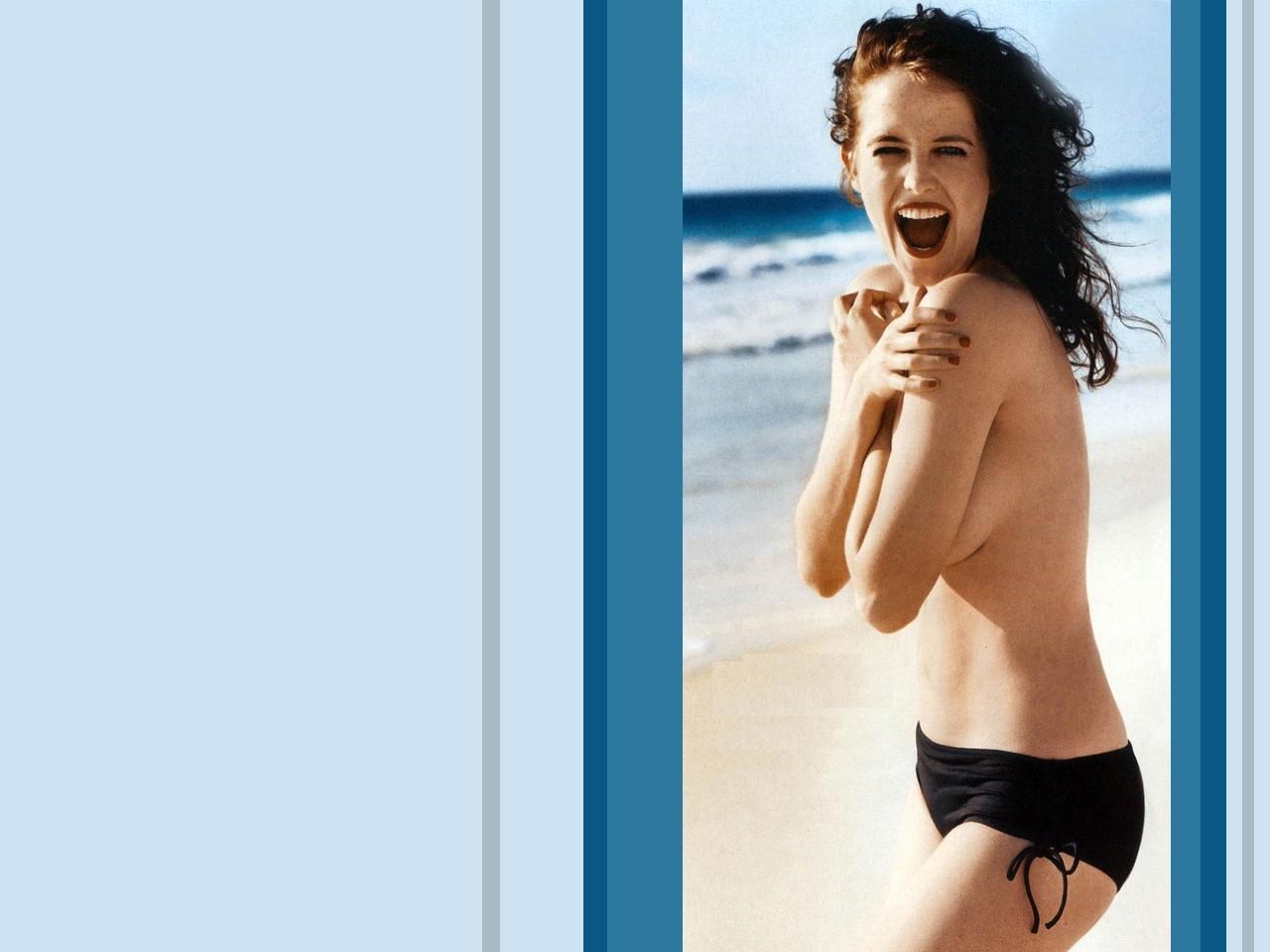 Wallpaper di Eva Green senza veli in spiaggia