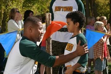 Cuba Gooding Jr e Spencir Bridges  in una scena del film Il campeggio dei papà