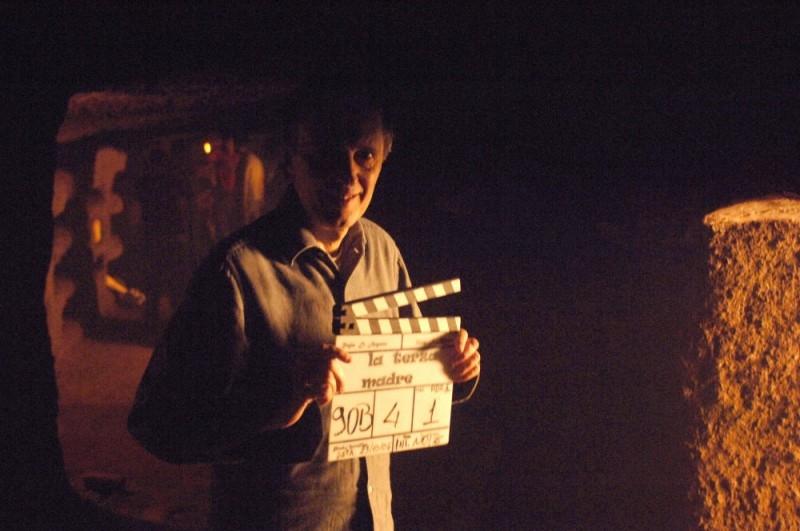 Dario Argento con il ciak del film La terza Madre