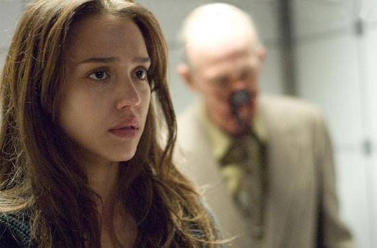 Jessica Alba in una scena della ghost-story The Eye