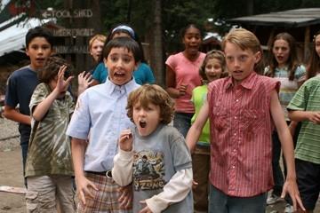 Tad D'Agostino, Taggart Hurtubise e Zachary M. Allen in una scena del film Il campeggio dei papà