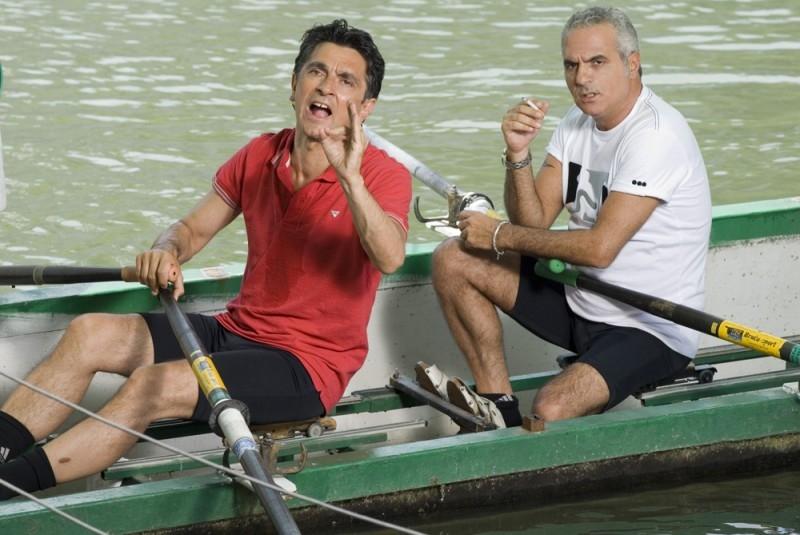 Vincenzo Salemme con Giorgio Panariello in una scena di SMS - sotto mentite spoglie