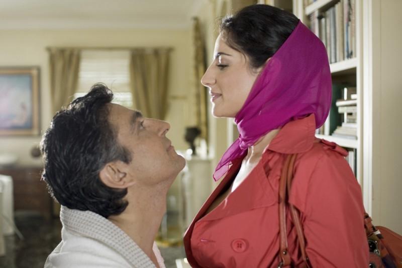 Salemme e Luisa Ranieri in una scena di SMS - sotto mentite spoglie