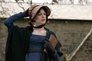 Anne Hathaway in un'immagine del film Becoming Jane - il ritratto di una donna contro