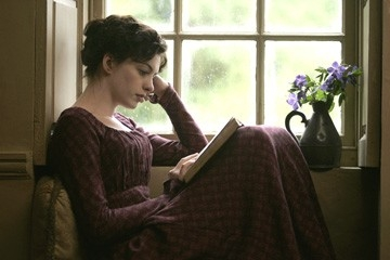 Una bella immagine di Anne Hathaway, protagonista di Becoming Jane - il ritratto di una donna contro