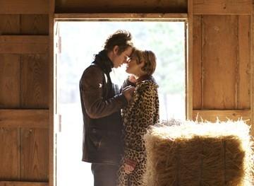 Hayden Christensen e Sienna Miller in una scena di Factory Girl