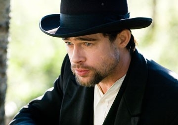primo piano di Brad Pitt in un'immagine de L'assassinio di Jesse James