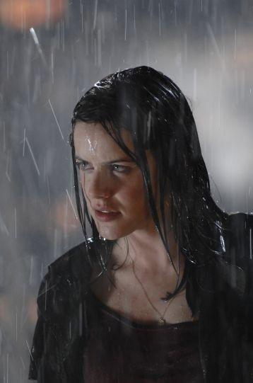 Michelle Ryan in una scena del pilot di Bionic Woman