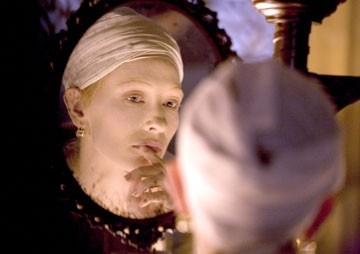 Cate Blanchett in un'immagine del film Elizabeth: The Golden Age