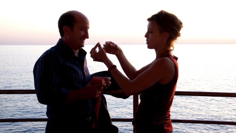 Antonio Albanese e Margherita Buy in una scena del film Giorni e nuole