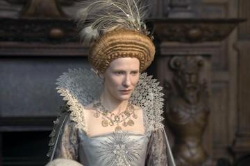 Cate Blanchett nei panni di Queen Elizabeth I in una scena del film Elizabeth: The Golden Age