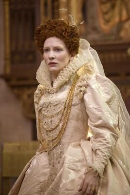 Cate Blanchett è Queen Elizabeth I in una scena del film Elizabeth: The Golden Age