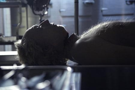 Tobin Bell in una scena del film Saw 4