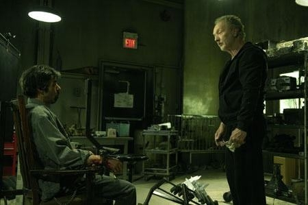 Tobin Bell in una sequenza del thriller Saw 4