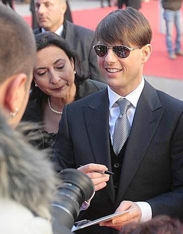 Festa del Cinema di Roma 2007: Tom Cruise, che presenta Leoni per Agnelli, si concede ai fan