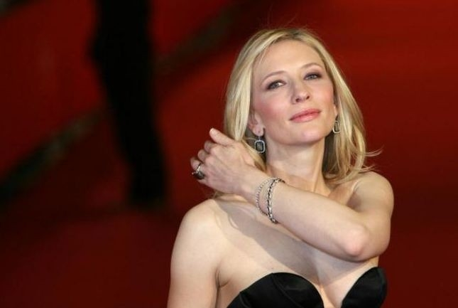 Festa del Cinema di Roma 2007: una splendida Cate Blanchett sul red carpet presenta Elizabeth: The Golden Age