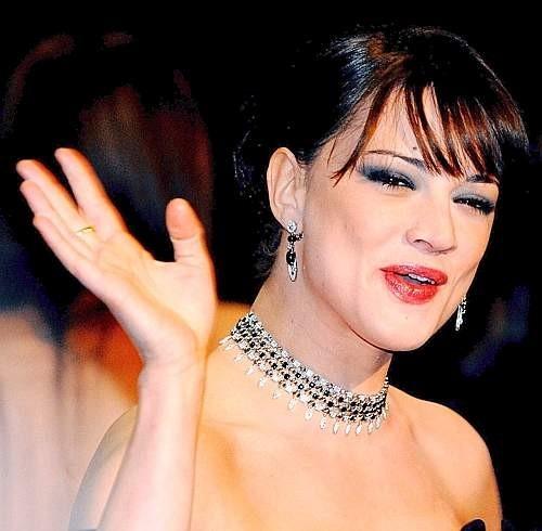 Festa del Cinema di Roma 2007: Asia Argento sorridente in occasione della premiere de La terza madre