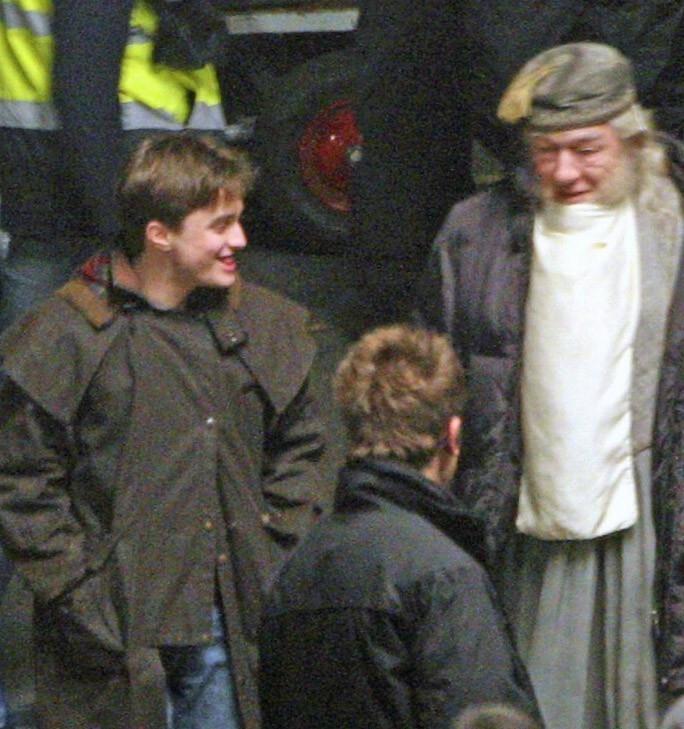 Daniel Radcliffe con Michael Gambon sul set di Harry Potter e il principe mezzosangue