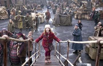 Dakota Blue Richards  in una scena de La bussola d'oro
