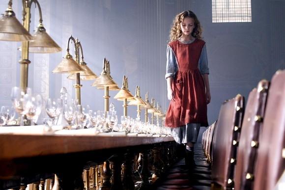 Dakota Blue Richards  in una scena del fantasy La bussola d'oro