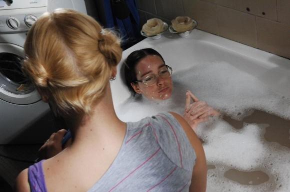 Cristiana Capotondi fa il bagno in una scena di Come tu mi vuoi