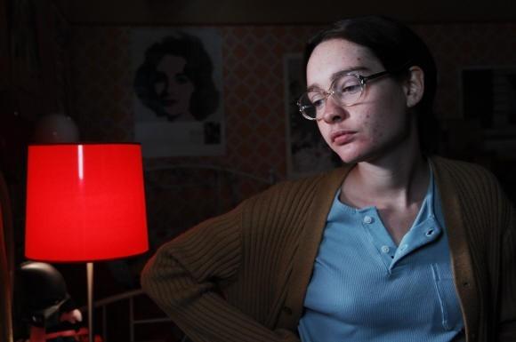 Cristiana Capotondi è una seriosa e goffa studentessa nel film Come tu mi vuoi