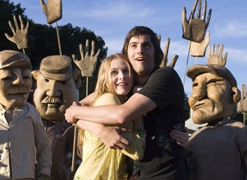 Evan Rachel Wood e Jim Sturgess in una scena di Across the Universe
