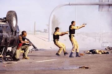 Jamie Foxx, Ashraf Barhoum e Ali Suliman in una scena di The Kingdom