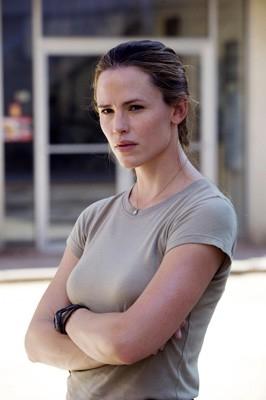 Jennifer Garner in una scena di The Kingdom