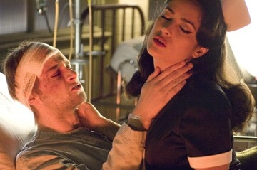 Joe Anderson e Salma Hayek in una scena di Across the Universe