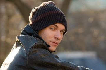 Il fascinoso Jonathan Rhys-Meyers in una scena di August Rush