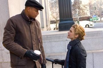 Terrence Howard e Keri Russell in una scena di August Rush
