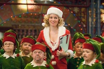 Elizabeth Banks in una scena di Fred Claus - Un fratello sotto l'albero