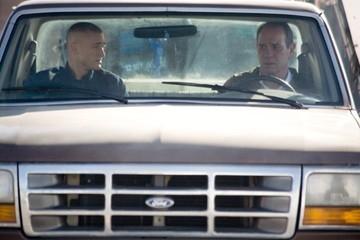 Jake McLaughlin e Tommy Lee Jones in una scena di Nella valle di Elah