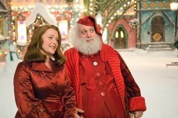 Miranda Richardson con Paul Giamatti in una scena di Fred Claus