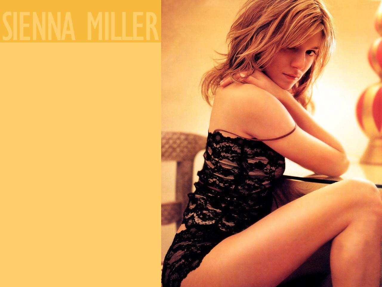 Un wallpaper dell'attrice Sienna Miller
