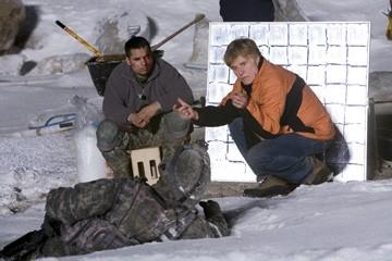 Robert Redford con Michael Pena sul set del film Leoni per agnelli