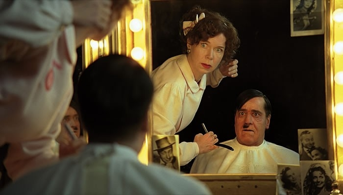 Adriana Altaras ed Helge Schneider in una scena di Mein Führer