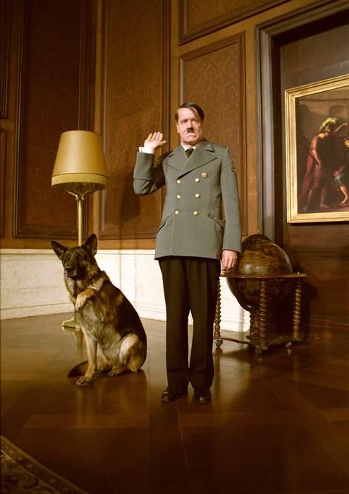 Helge Schneider in una scena di Mein Führer - la veramente vera verità su Adolf Hitler